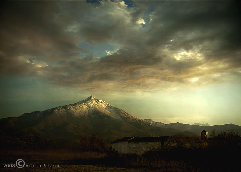 In_front_of_the_mountain_by_Viart