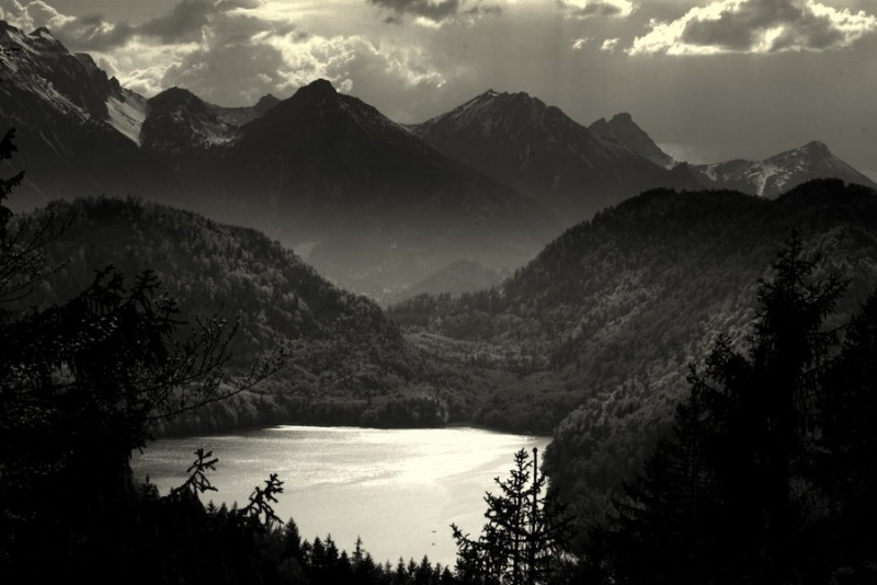Mountain_Lake_by_yarrangee