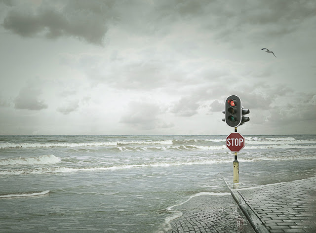 traffic light on beach - creative-photography-19