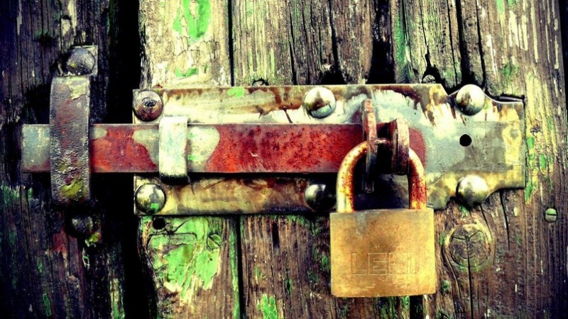 preview_padlock-on-the-gate