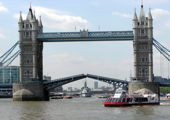 20. Tower Bridge London - famous english architecture