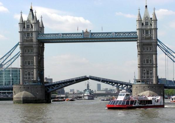 20. Tower Bridge London - famous english architecture